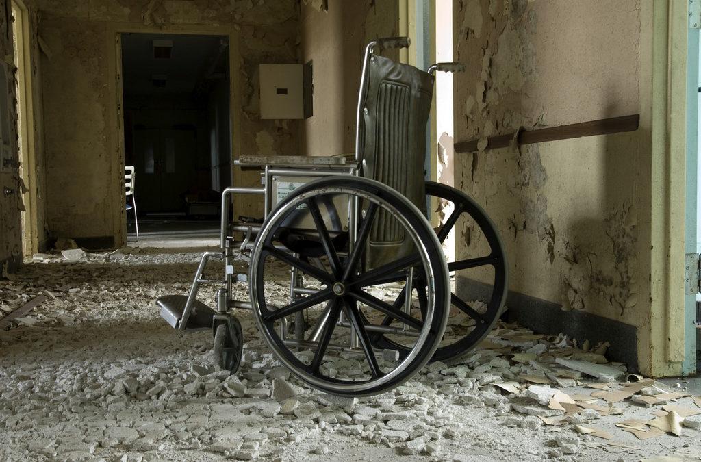 معاناة الأشخاص ذوي الإعاقة في في اماكن حجز الحرية … انتهاك مضاعف
